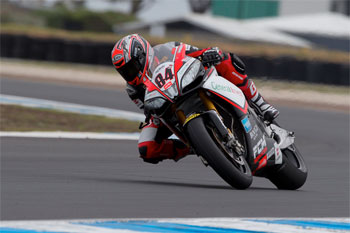 Fabrizio sets the early WSBK practice pace at Phillip Island
