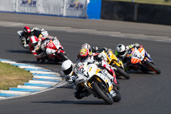 Falzon tops tight opening Supersport clash at Sydney Motorsport Park
