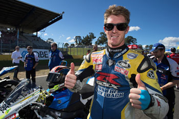 Maxwell streaks to round five opening race win in Sydney