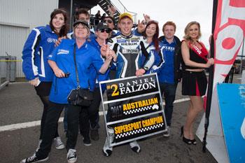 Morris wins Phillip Island round, Falzon 2013 ASBK Supersport champion