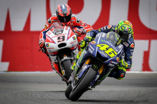 Rossi returns to winner's circle in Assen thriller