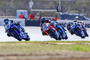 Maxwell edges Bayliss for ASBK race one win at The Bend