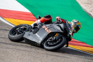 Davies experiences first hit-out on WorldSBK-spec Ducati Panigale V4 R