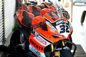 Jones samples Bayliss' Ducati contender in Wakefield Park test